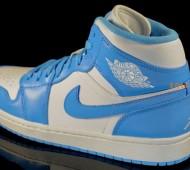 Air-Jordan-1-Retro-White-University-Blue-02