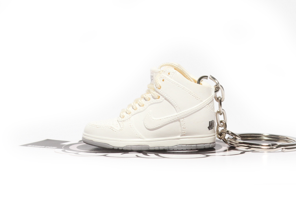white undefeated dunks keychain