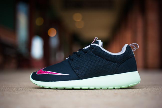 Nike_Rosherun_Yeezy_Lime_Sneaker_Politics_3