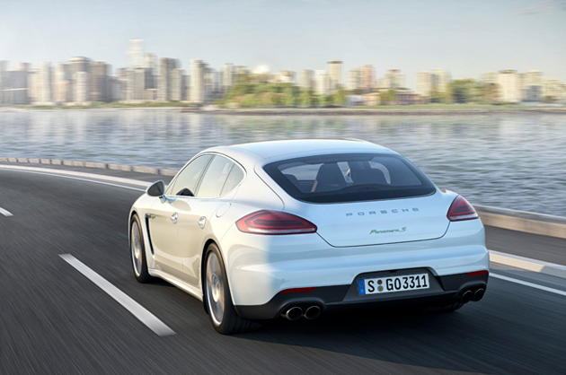 porsche-panamera-plug-in-electric-hybrid-02
