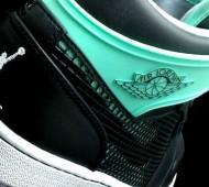 green-glow-air-jordan-1-89-01