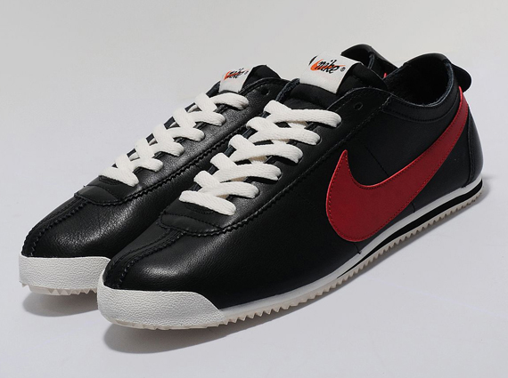 nike-cortez-classic-black-red-1