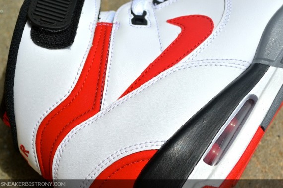 nike-air-revolution-retro-white-red-black-02-570x379