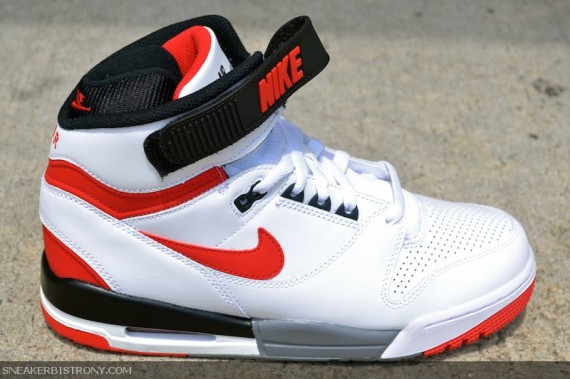 nike-air-revolution-retro-white-red-black-04-570x379