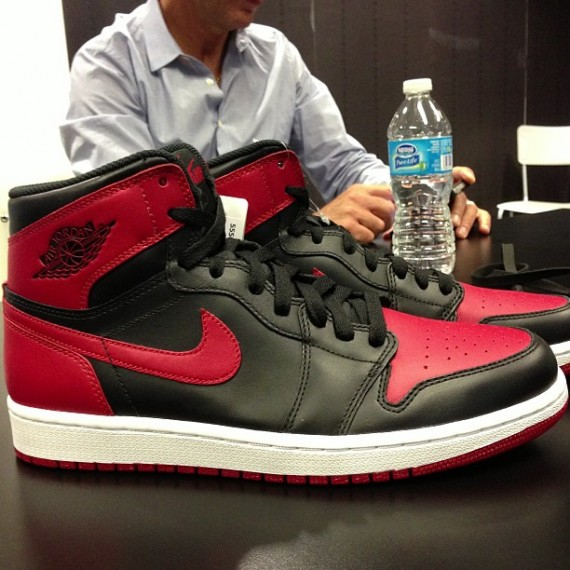 air-jordan-1-retro-high-og-black-red-1-570x570