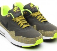 nike-air-max-1-tape-newsprint-black-parachute-gold-summit-white-02-570x440