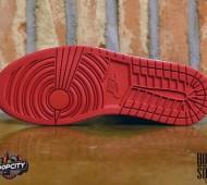 air-jordan-1-mid-black-gym-red-metallic-gold-01-570x456