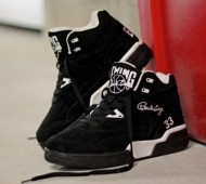 ewing-guard-black-white-3-570x381