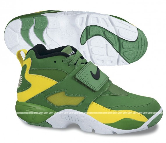 nike-air-diamond-turf-oregon-ducks-01-570x491