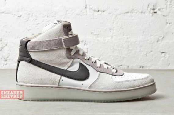 nike-air-force-1-downtown-hi-grey-black-4-570x379