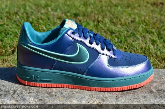 nike-air-force-1-low-brave-blue-green-glow-05-570x379