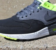 nike-air-max-1-anthracite-black-volt-1-570x379