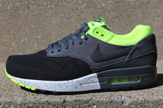 nike-air-max-1-anthracite-black-volt-2-570x379