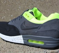 nike-air-max-1-anthracite-black-volt-3-570x425