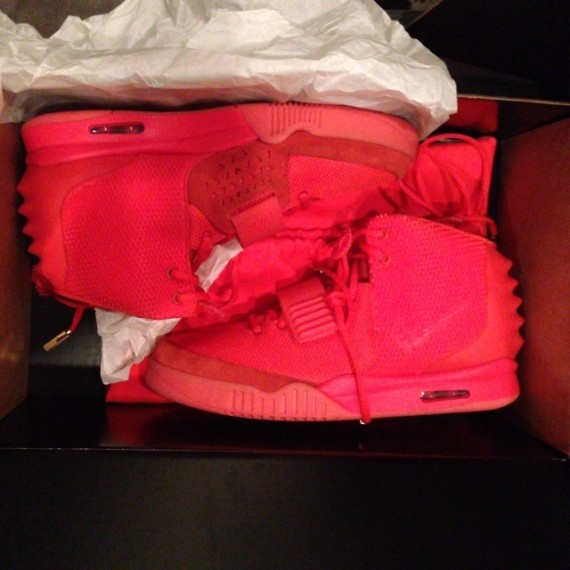 nike-air-yeezy-2-red-october-570x570