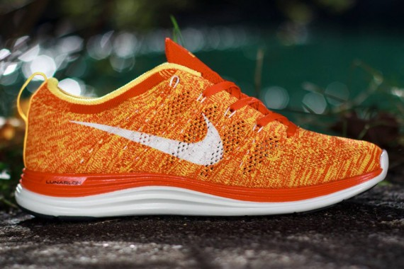 nike-flyknit-lunar1-orange-laser-sail-1-570x380