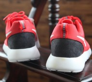 nike-roshe-run-hpf-light-crimson-black-5-570x424