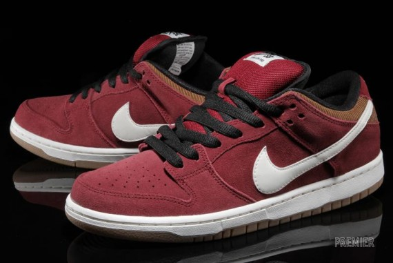 nike-sb-dunk-low-corduroy-team-red-ale-1-570x381