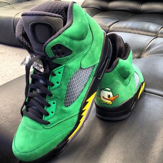 oregon-ducks-jordan-5s-570x570