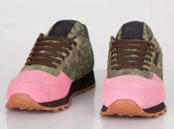 shoe-gallery-reebok-classic-leather-flamingoes-at-war-rd-01-570x424