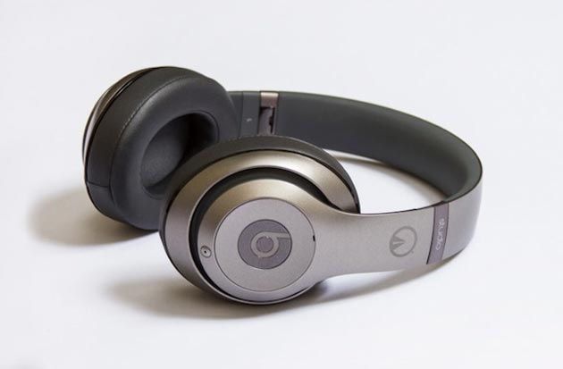 unknown-x-beats-by-dre-limited-edition-titanium-studio-headphones-01