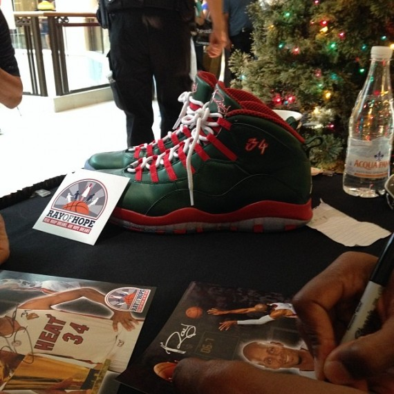 air-jordan-10-ray-allen-christmas-pe-570x570