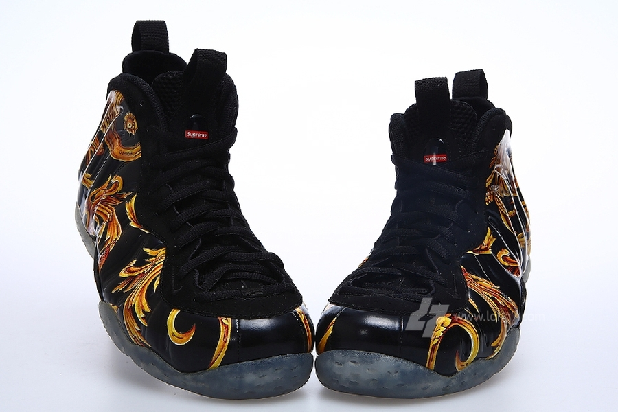nike-air-foamposite-one-supreme-black-gold-04