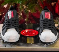 packer-shoes-christmas-in-hollis-2