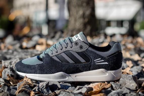 Adidas-Tech-Super-Black-White-Vapour-Running-White-01-570x380