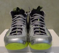 nike-air-foamposite-one-metallic-silver-volt-release-date-04-570x425