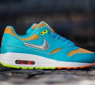nike-air-max-le-gs-gamma-blue-metallic-silver-total-orange-volt-02-570x425