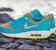 nike-air-max-le-gs-gamma-blue-metallic-silver-total-orange-volt-03-570x424