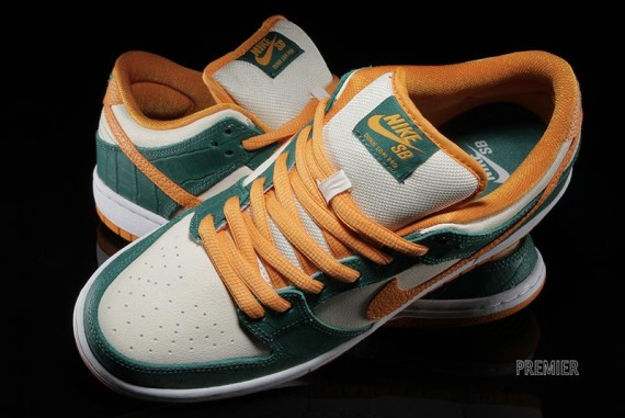 nike-sb-dunk-low-legion-pine-flat-opal-kumquat-05-570x381