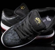 nike-sb-dunk-low-snake-eyes-06-570x381