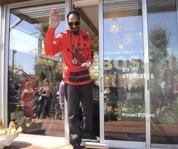 477952815-snoop-dogg-attends-airbnb-snoop-dogg-wake-gettyimages