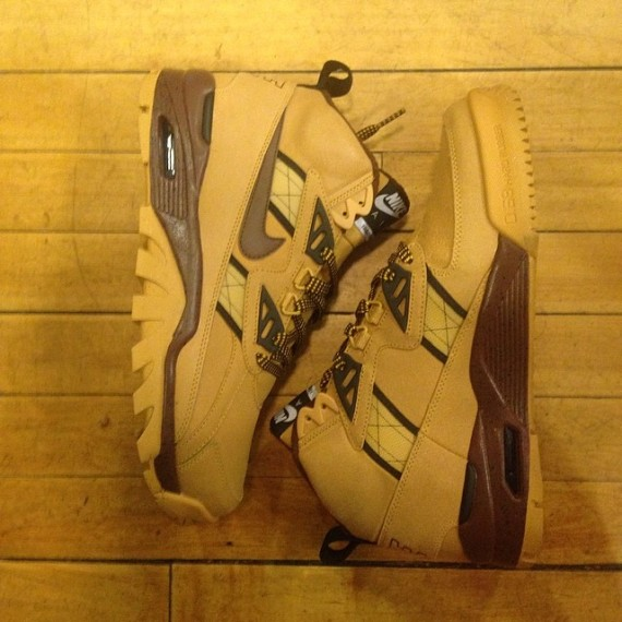 nike-air-trainer-sc-high-wheat-01-570x570