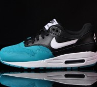 nike-air-max-1-gs-white-black-turbo-green-02-570x425