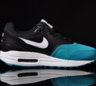 nike-air-max-1-gs-white-black-turbo-green-03-570x425