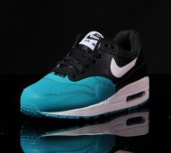 nike-air-max-1-gs-white-black-turbo-green-05-570x425