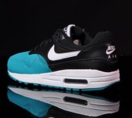 nike-air-max-1-gs-white-black-turbo-green-06-570x425