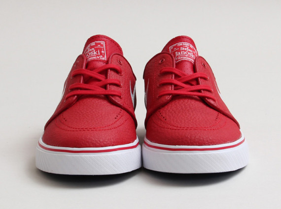 nike-sb-stefan-janoski-gym-red-white-02-570x425