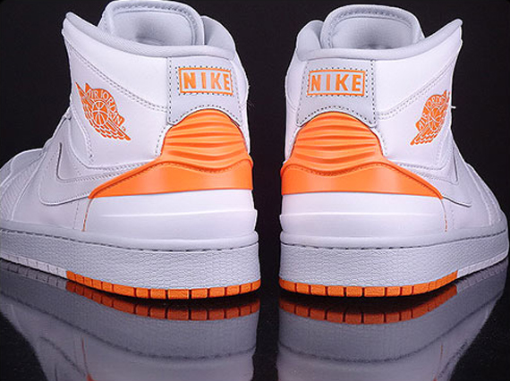 air-jordan-1-retro-86-white-kumquat-pure-platinum-03