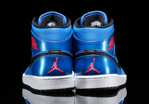 air-jordan-1-mid-sport-blue-infrared-23-black-05