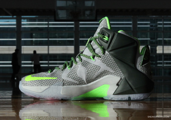 lebron-12-dunk-force-4