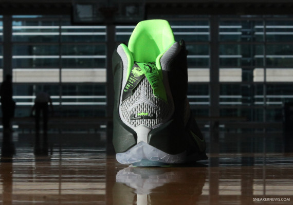 lebron-12-dunk-force-6