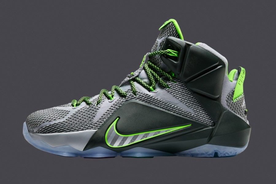 lebron-12-dunk-force-900x600